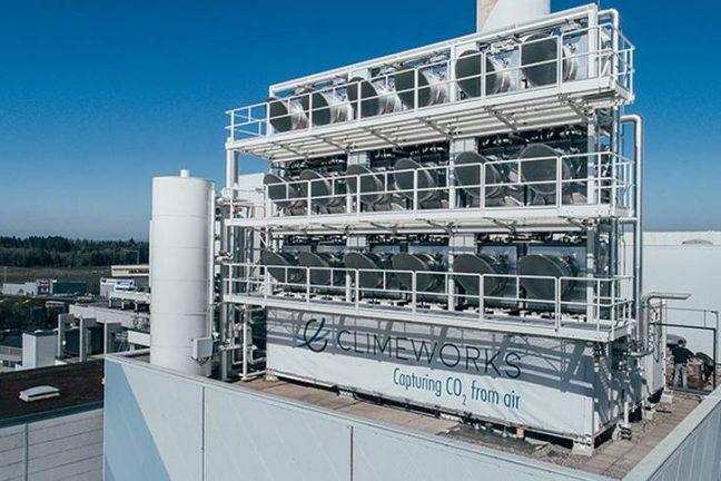 """Les machines de captage direct de CO2 pourraient utiliser """"un quart de l'énergie mondiale"""" en 2100"""