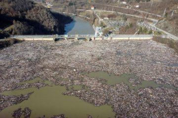 Plus de déchets que d'eau dans un réservoir hydroélectrique en Serbie