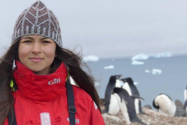 Une militante britannique adolescente organise une manifestation climatique sur la banquise arctique