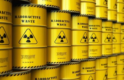 Greenpeace proteste contre les exportations d'uranium de la France vers la Russie