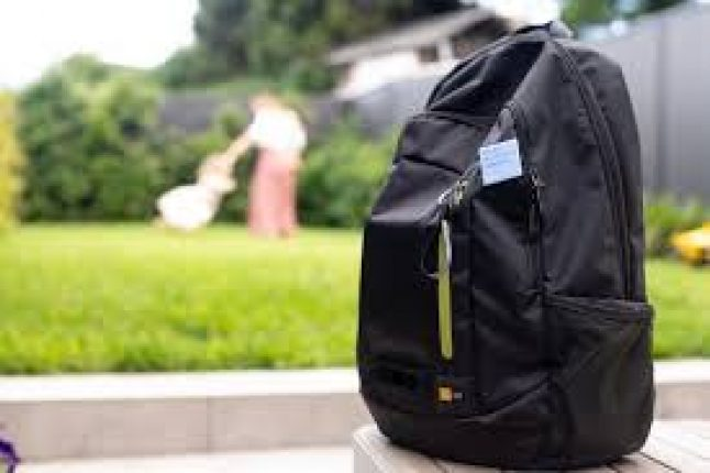 Des équipes des bénévoles armés de sac à dos recueillent des données montrant l'augmentation de la pollution à l'issue du confinement
