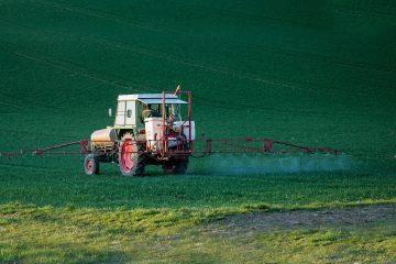 La France tranchera sur la distance d'épandage de pesticides d'ici la fin du mois